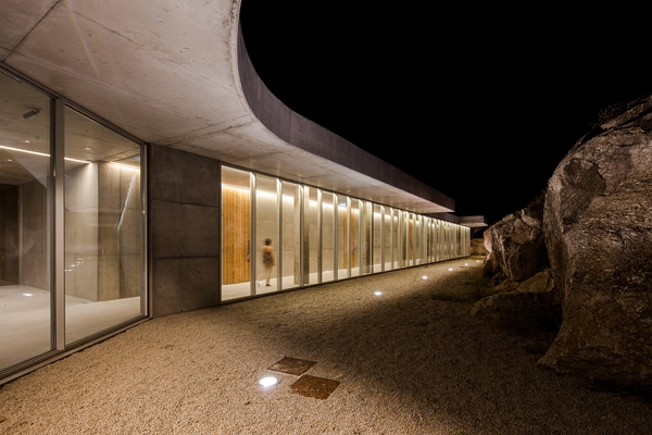 Minimalist guesthouse in Portugal (2)
