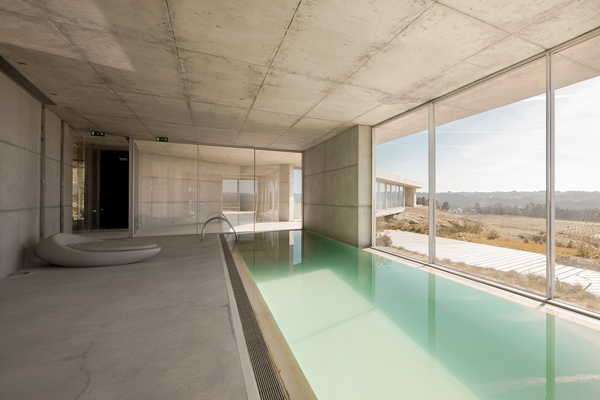 Minimalist guesthouse in Portugal (5)