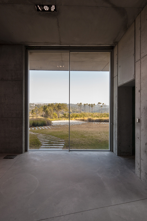 Minimalist guesthouse in Portugal (7)