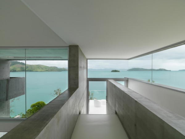 minimalist-house-stuns-on-the-coast-of-queensland-12