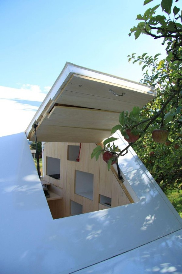 Minimalist micro house perfect for personal time (4)