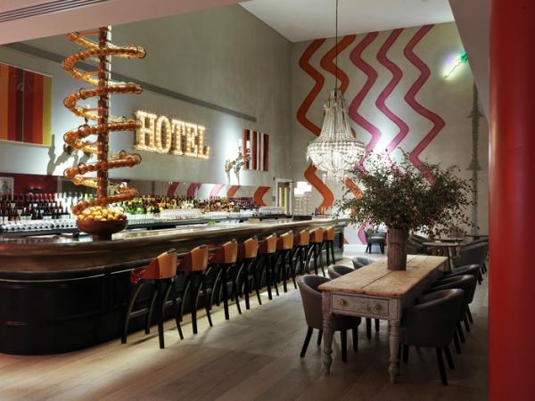 amazing hotel interiors in London (17).jpg