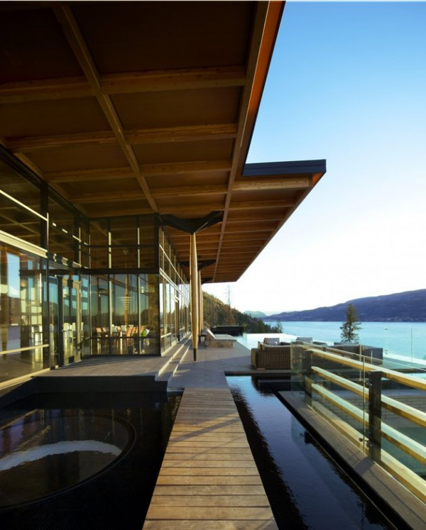 Modern lakeside house Kelowna Canada (17)