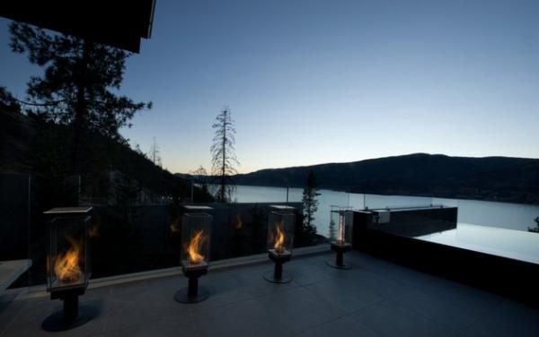 Modern lakeside house Kelowna Canada (23)