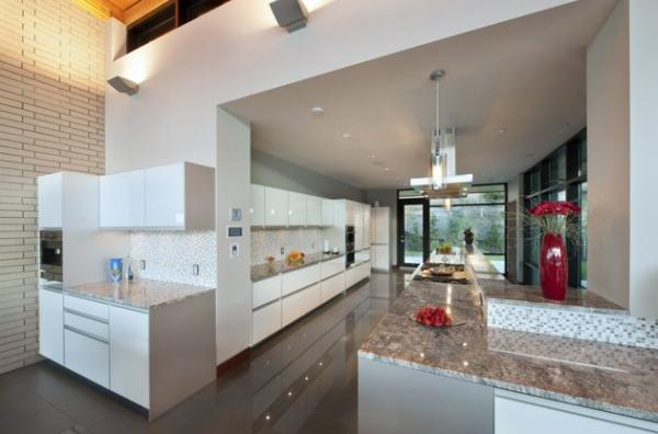 Modern lakeside house Kelowna Canada (6)