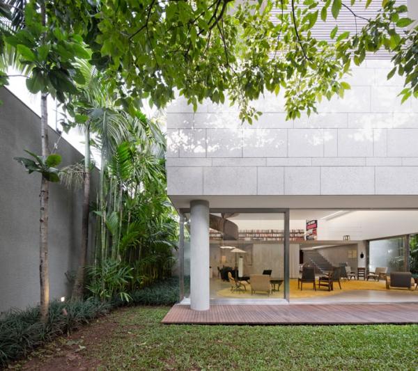 Modern minimalist house in Brazil (1)