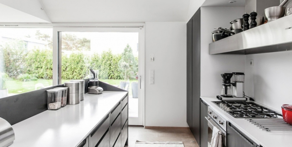 Modern Nordic house in black and white   (11)