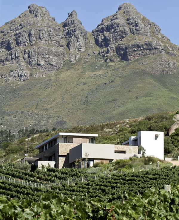 Modern vineyard villa in the Motherland  (2).jpg