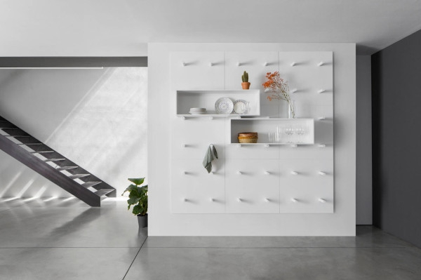 Modular storage wall by ARIS Architects (2)