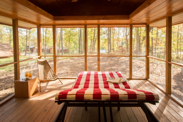 moveable-wooden-cabin-aptly-called-escape-3
