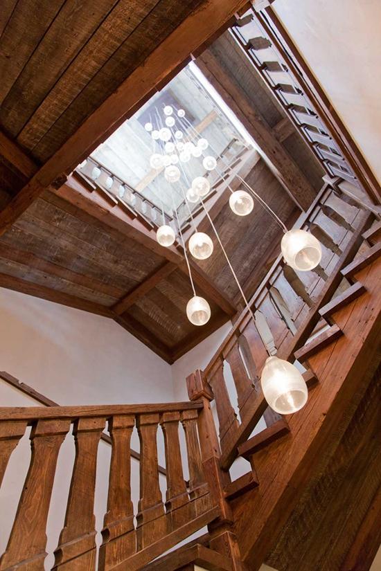 natural-materials-build-this-stunning-lodge-9