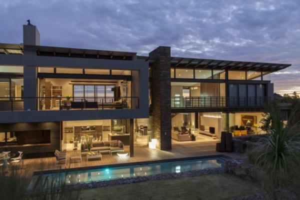 spacious modern house (1)