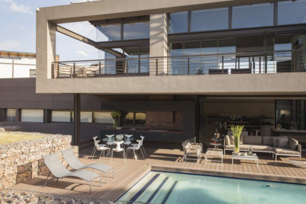 spacious modern house (17)