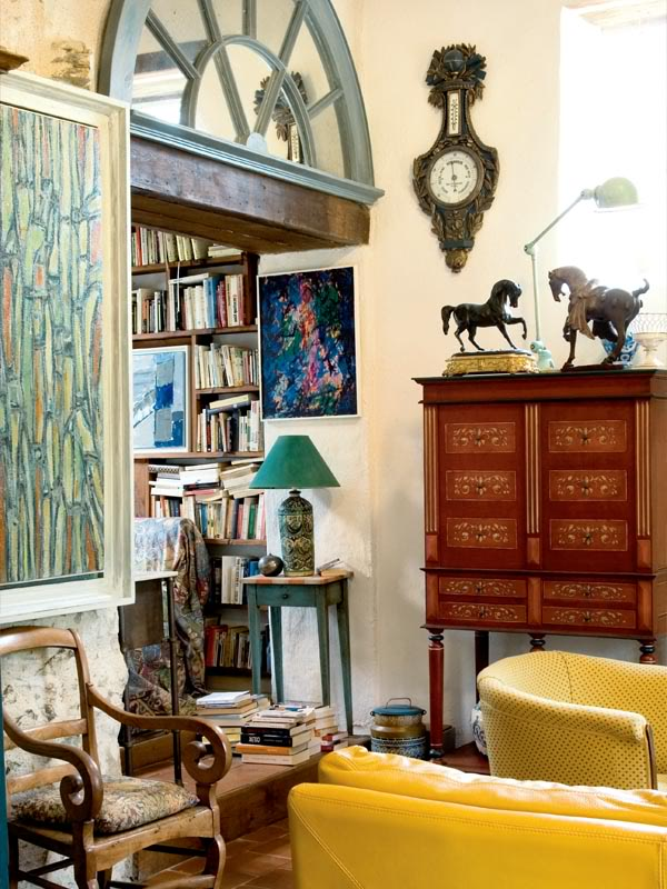 painted-interior-of-a-retro-house-in-france-11