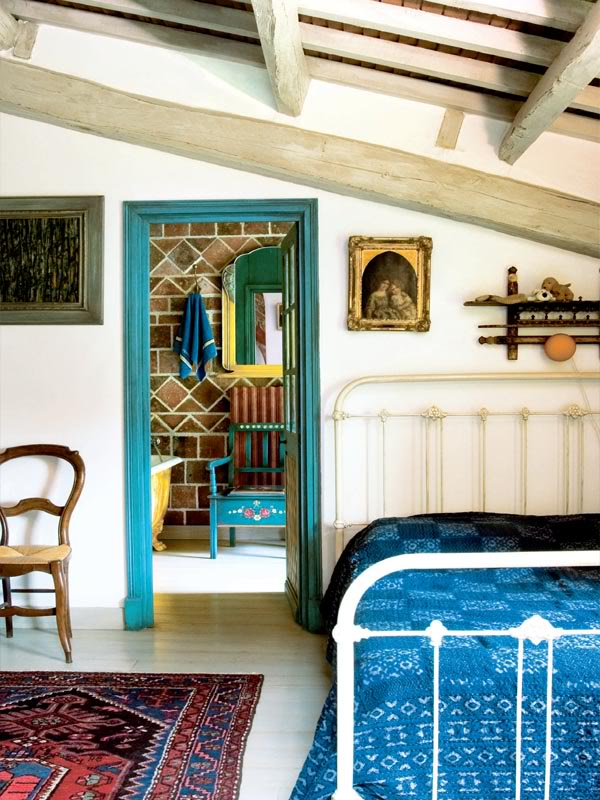 painted-interior-of-a-retro-house-in-france-12