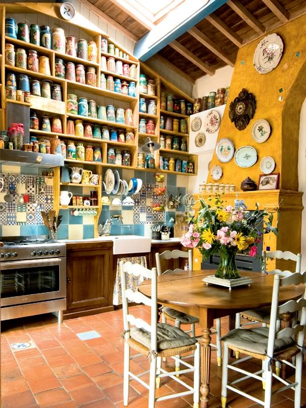 painted-interior-of-a-retro-house-in-france-2