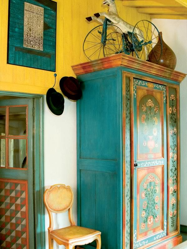 painted-interior-of-a-retro-house-in-france-4