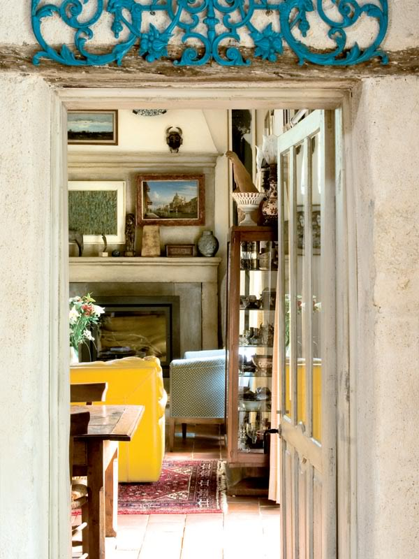 painted-interior-of-a-retro-house-in-france-6