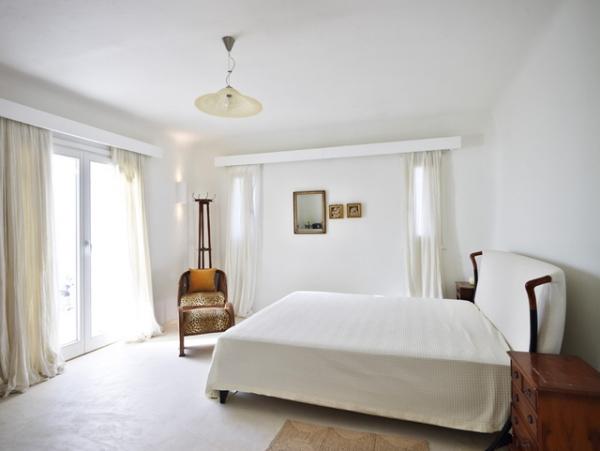 perfect-summer-getaway-at-this-mykonos-villa-3
