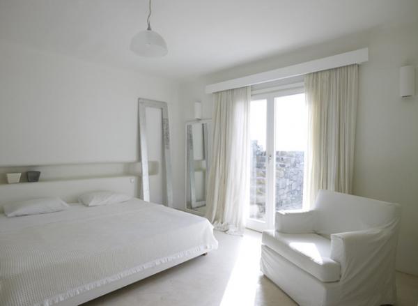 perfect-summer-getaway-at-this-mykonos-villa-4