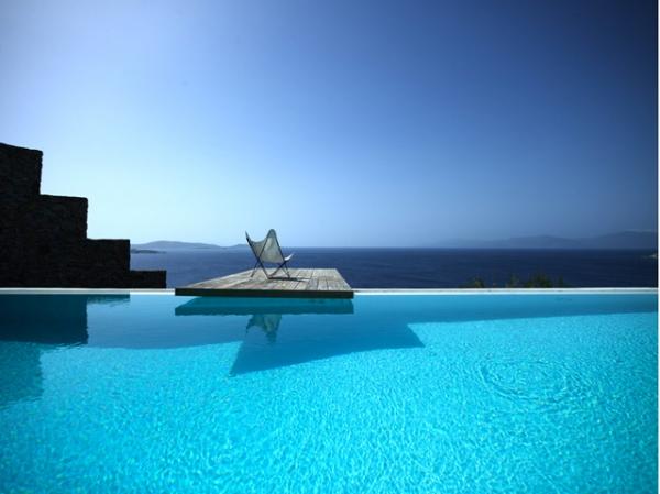 perfect-summer-getaway-at-this-mykonos-villa-5
