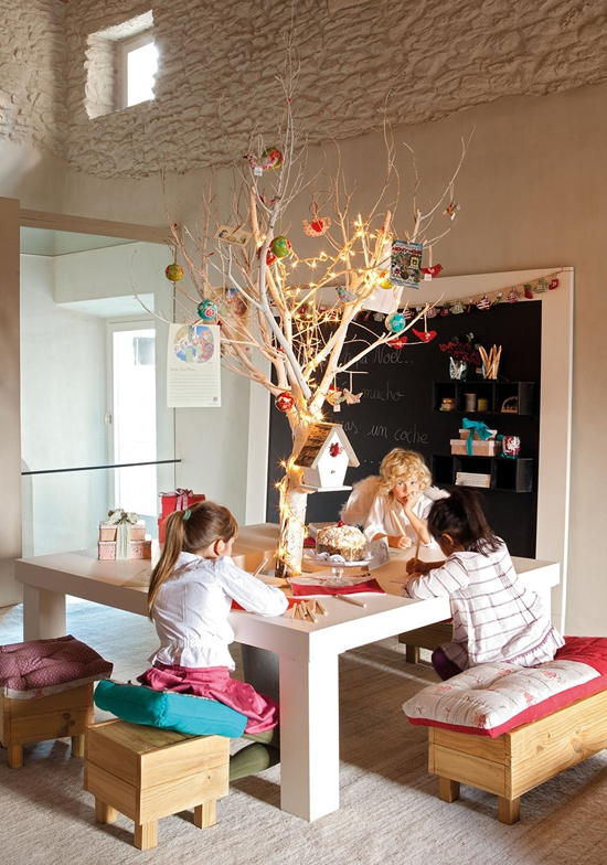 perfectly-festive-childrens-room-for-the-holidays-12