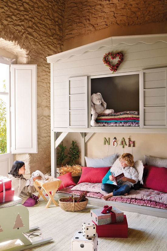 perfectly-festive-childrens-room-for-the-holidays-4