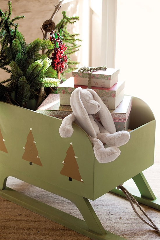 perfectly-festive-childrens-room-for-the-holidays-5
