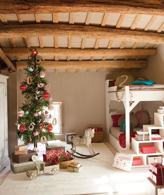 perfectly-festive-childrens-room-for-the-holidays-7