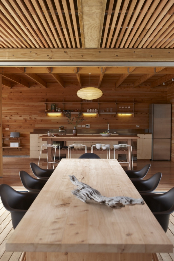 spacious wooden house (4)