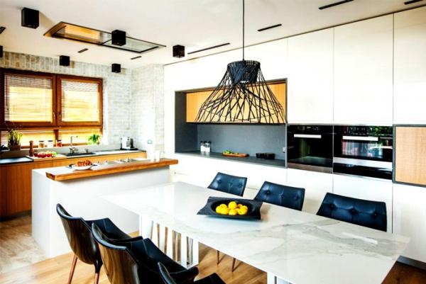spacious modern apartment (8).jpg
