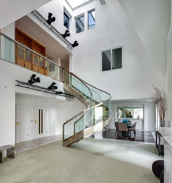 Riverside triplex apartment     Adorable Home