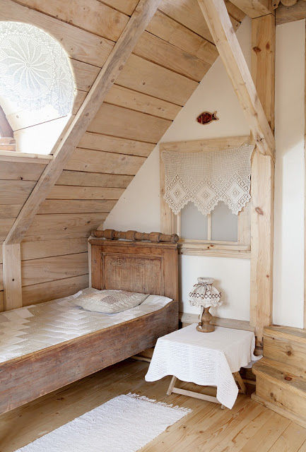 romantic-wooden-cottage-11