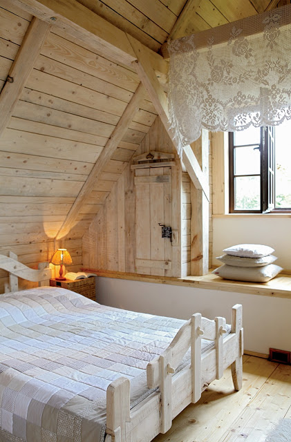 romantic-wooden-cottage-13