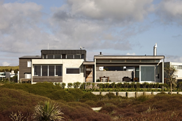 seaside-living-in-a-contemporary-beach-house-1