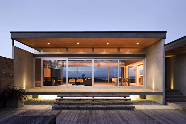 seaside-living-in-a-contemporary-beach-house-2