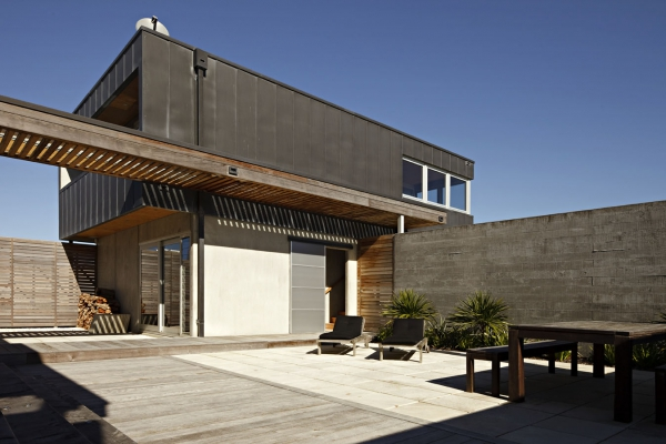 seaside-living-in-a-contemporary-beach-house-7