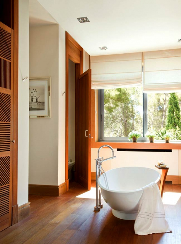simple-and-beautiful-wood-bathroom-9