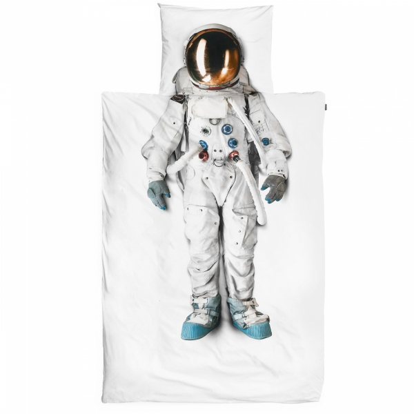 simple-but-cute-bedding-that-still-makes-a-fun-statement-2