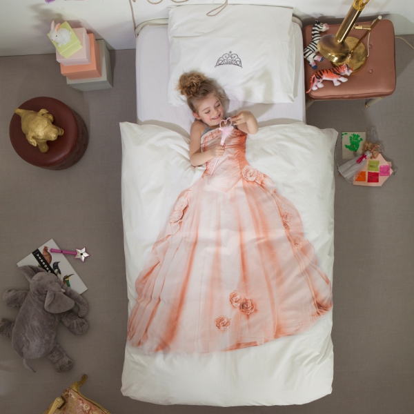 simple-but-cute-bedding-that-still-makes-a-fun-statement-3