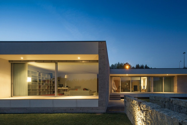 single-storey-house-in-portugal-will-blow-your-mind-19