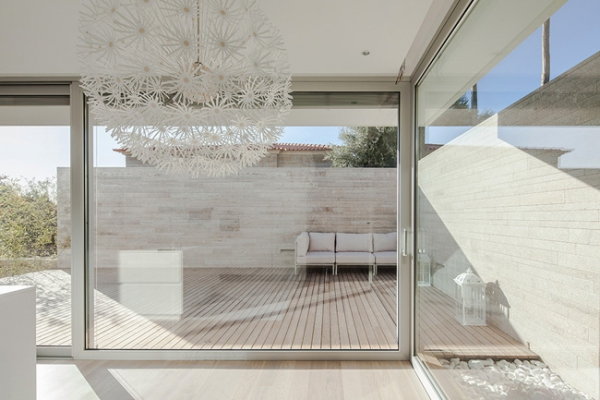single-storey-house-in-portugal-will-blow-your-mind-2
