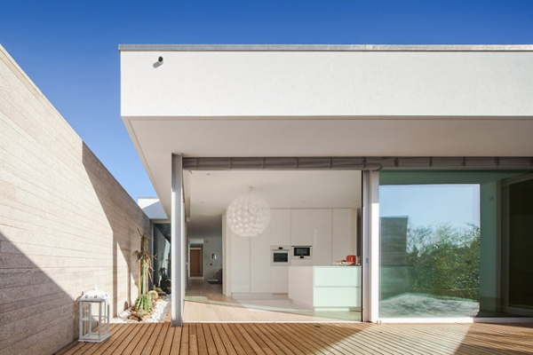 single-storey-house-in-portugal-will-blow-your-mind-3