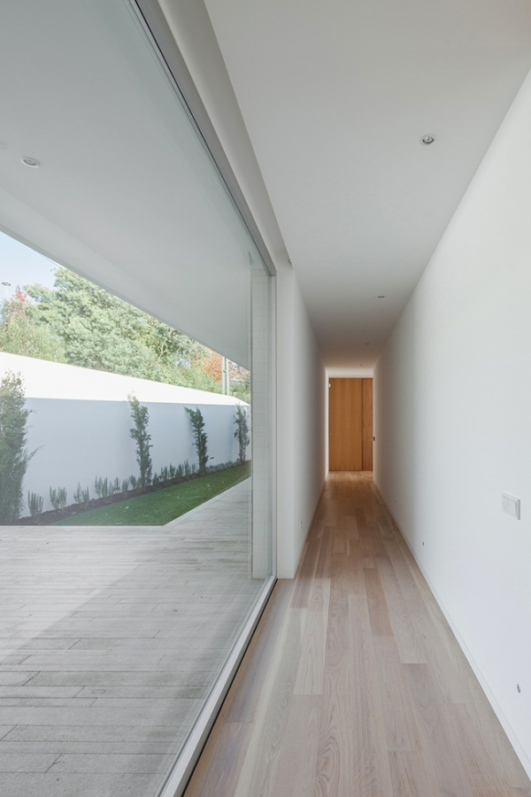 single-storey-house-in-portugal-will-blow-your-mind-5