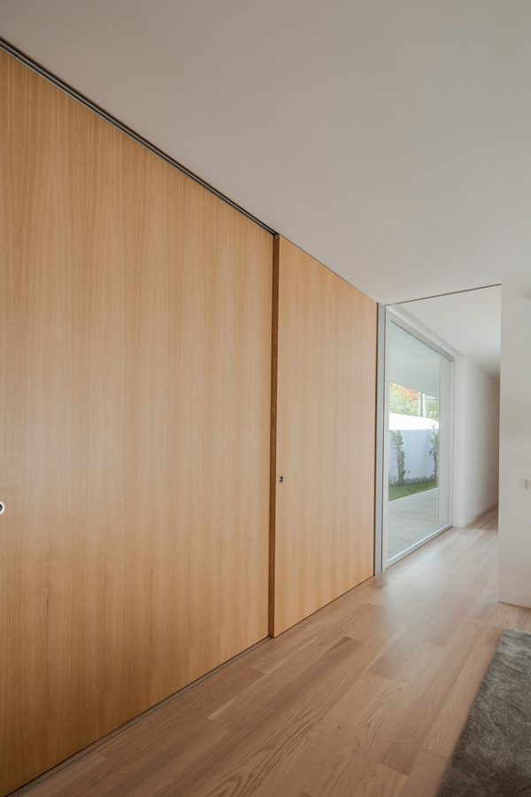 single-storey-house-in-portugal-will-blow-your-mind-9