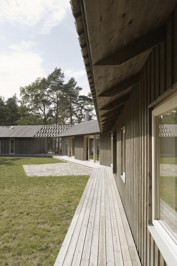 Single volume house in the woods  (5)