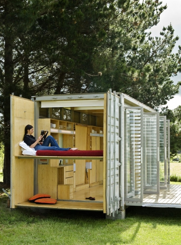 sleek-and-beautiful-a-container-home-3
