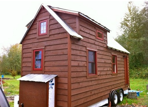 small-house-on-wheels-1