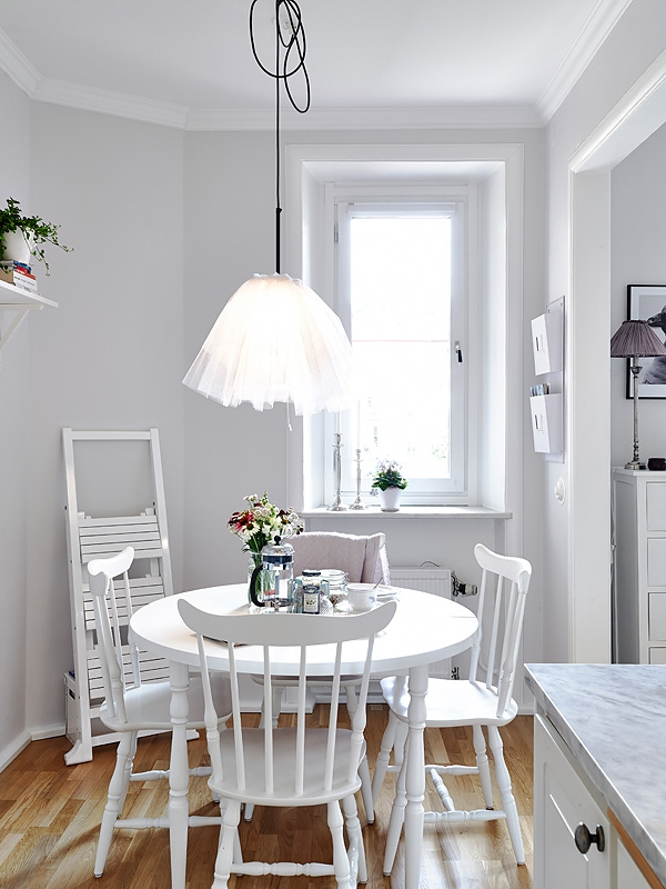 small-white-apartment-8