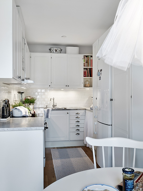 small-white-apartment-9